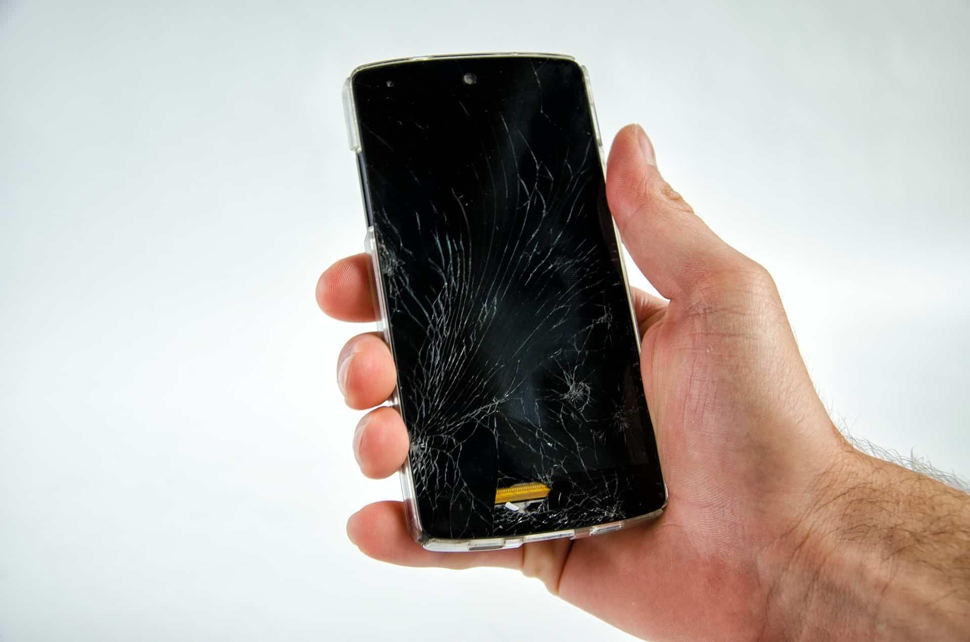 Dzisiejsze smartfony ładne i delikatne - jak uchronićsięprzed wysokimi kosztami zbitego ekranu?
