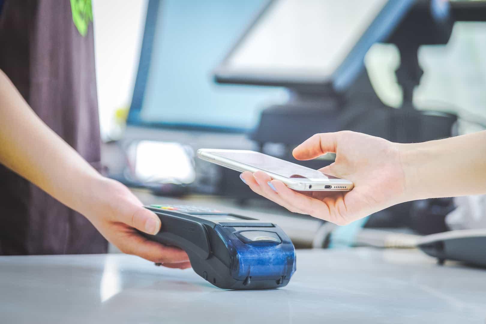 Płatność smartfonem czyli Apple Pay i Google Pay w praktyce!
